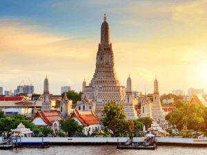 Wat Arun Temple at sunset in bangkok