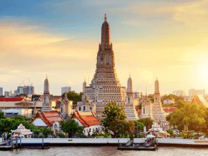 Wat Arun Temple at sunset in bangkok